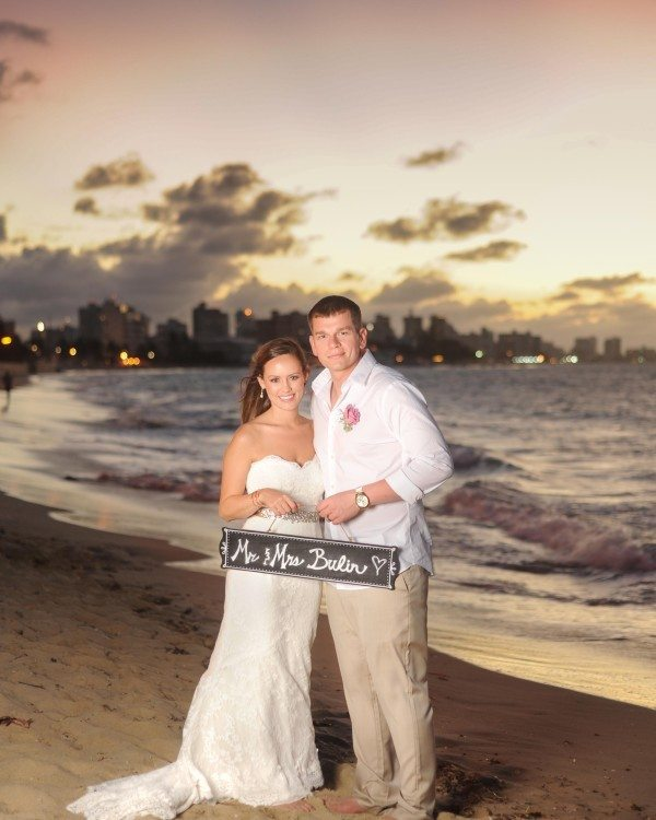 Newly married in Puerto Rico holding sign